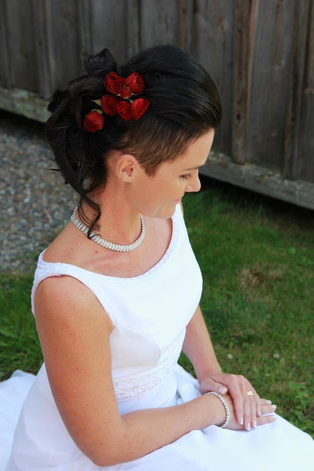 bb9bbaaac03e Bröllop håruppsättning och makeup - Parelle Piteå